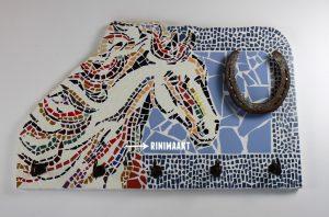 rinimaakt Rini maakt mozaïek paarden kapstok