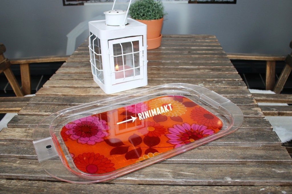 rinimaakt.nl retro stof op dienblad met epoxy