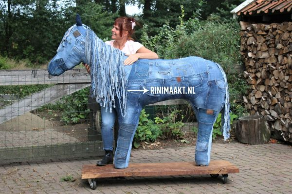 rinimaakt.nl Rini maakt jeans pony Lex spijkerbroek paard jeans horse paardenmeisje horse girl