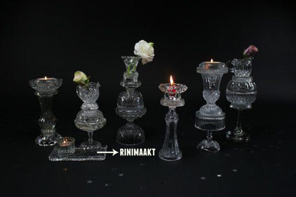 glazen vaasjes en kaarsenstandaard