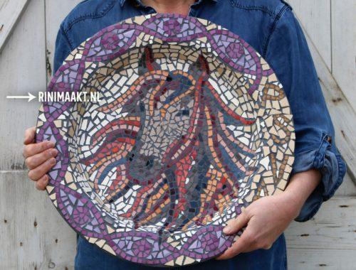 bord met paarden mozaïek