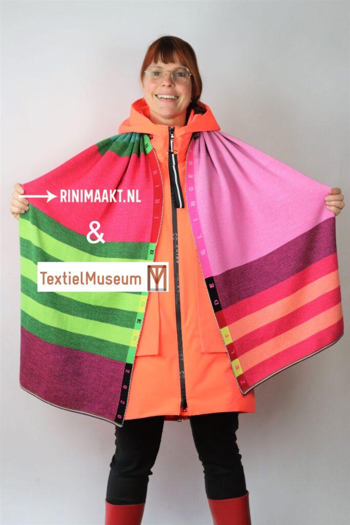 gekleurde sjaal gebreid in het Textiel Museum Tilburg